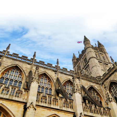 The outside of Bath Abbey lookuping up to the sky